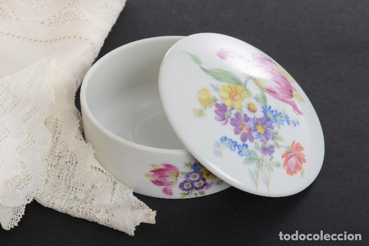 Antigüedades: Preciosa caja de porcelana de Limoges de flores - Foto 10 - 231530360