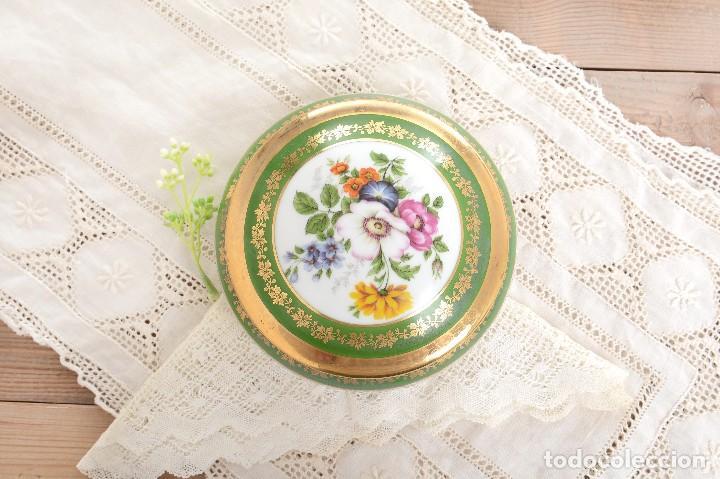 Antigüedades: Joyero de porcelana vintage de Limoges Francia, caja porcelana flores y dorada - Foto 2 - 231531485