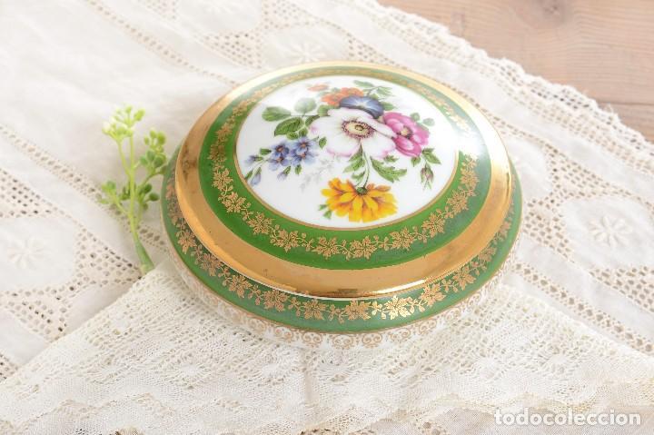 Antigüedades: Joyero de porcelana vintage de Limoges Francia, caja porcelana flores y dorada - Foto 3 - 231531485