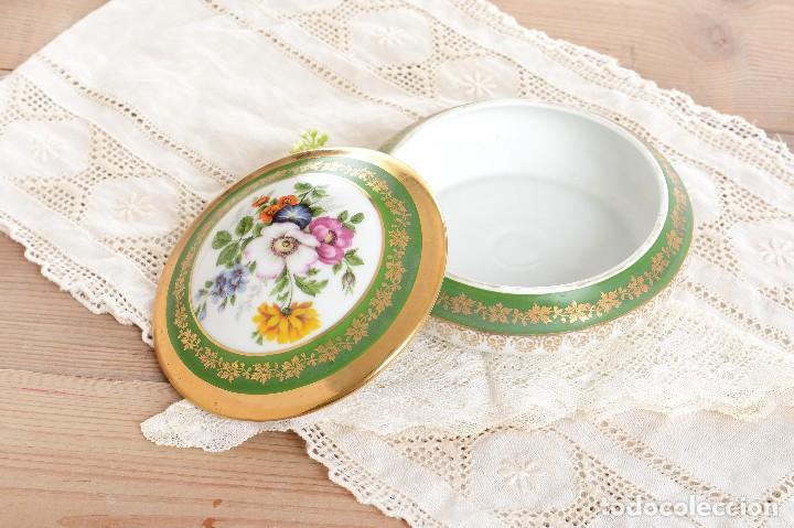 Antigüedades: Joyero de porcelana vintage de Limoges Francia, caja porcelana flores y dorada - Foto 4 - 231531485
