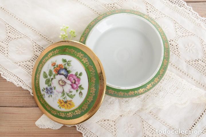 Antigüedades: Joyero de porcelana vintage de Limoges Francia, caja porcelana flores y dorada - Foto 5 - 231531485