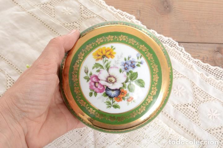 Antigüedades: Joyero de porcelana vintage de Limoges Francia, caja porcelana flores y dorada - Foto 8 - 231531485