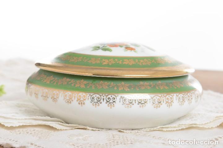Antigüedades: Joyero de porcelana vintage de Limoges Francia, caja porcelana flores y dorada - Foto 9 - 231531485
