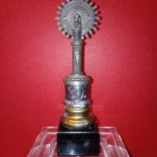 Antigüedades: ANTIGUA VIRGEN DEL PILAR - METAL PLATEADO Y BASE DE MARMOL NEGRO. Lote 231536895