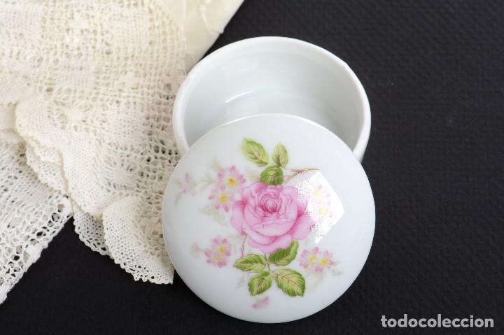 Antigüedades: Pequeña caja de porcelana con rosas de Limoges Porcelaine des Tulleries - Foto 2 - 231539655