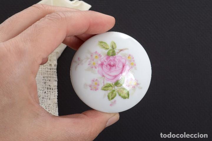 Antigüedades: Pequeña caja de porcelana con rosas de Limoges Porcelaine des Tulleries - Foto 4 - 231539655