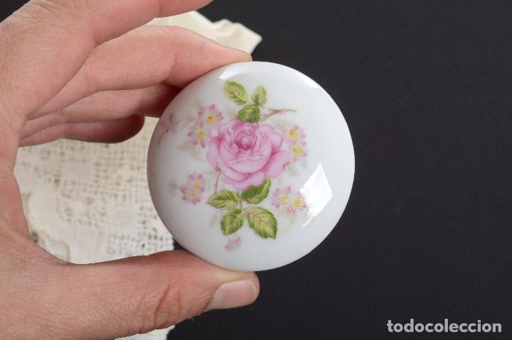 Antigüedades: Pequeña caja de porcelana con rosas de Limoges Porcelaine des Tulleries - Foto 5 - 231539655