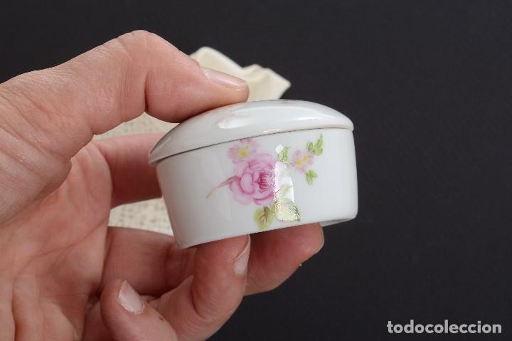 Antigüedades: Pequeña caja de porcelana con rosas de Limoges Porcelaine des Tulleries - Foto 7 - 231539655