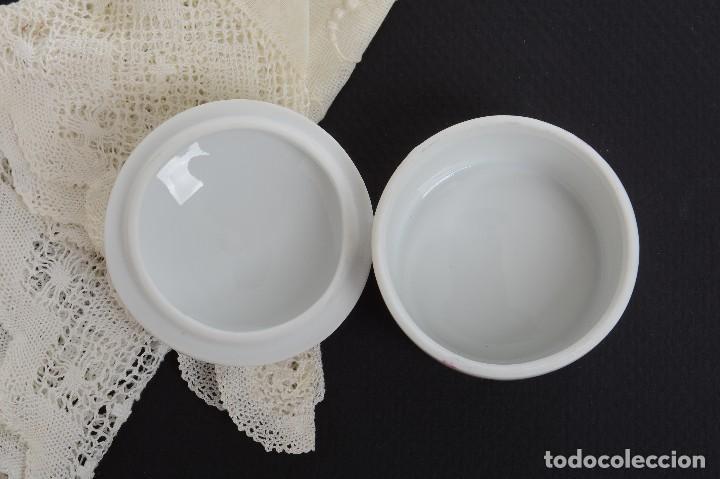 Antigüedades: Pequeña caja de porcelana con rosas de Limoges Porcelaine des Tulleries - Foto 9 - 231539655