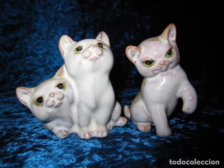 Antigüedades: Antiguas 3 figuras gatos terracota vidriada esmaltada craquelada policromada S. XX - Foto 12 - 231540165