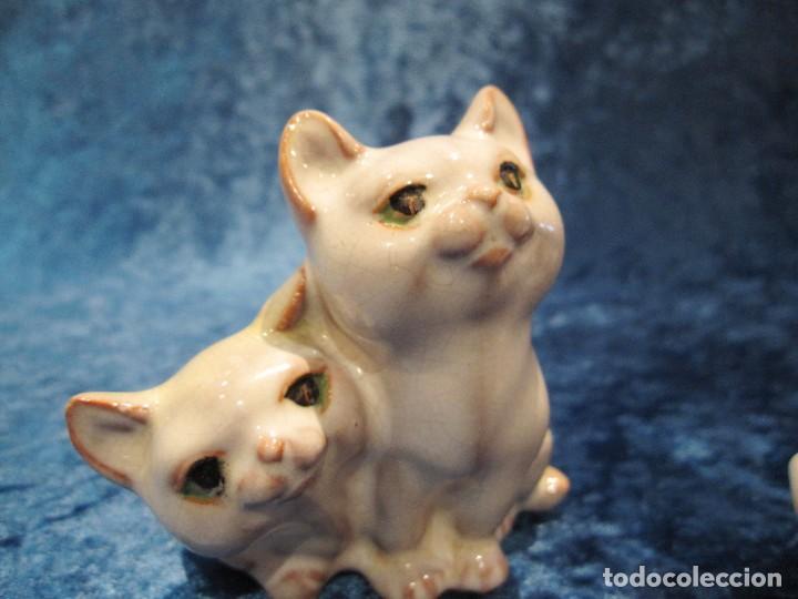 Antigüedades: Antiguas 3 figuras gatos terracota vidriada esmaltada craquelada policromada S. XX - Foto 19 - 231540165
