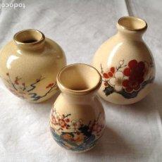 Antigüedades: TRES JARRONCITO DE LOZA JAPONESA. Lote 231565375