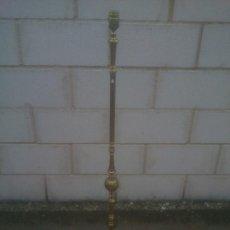 Antigüedades: ANTIGUA LAMPARA DE PIE TODA EN BRONCE PRECIOSA BASE. Lote 231763610