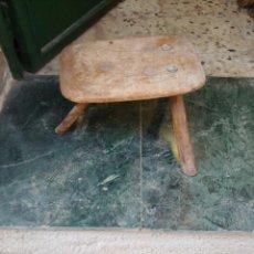 Antigüedades: BANCO DE ORDEÑO. Lote 231802110