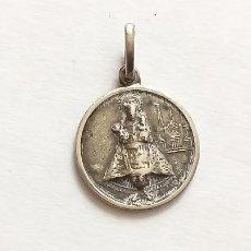 Antigüedades: ANTIGUA MEDALLA COLGANTE DE LA VIRGEN DEL PILAR. AL DORSO IGLESIA. 1,2 CM DE LARGO. Lote 231855085