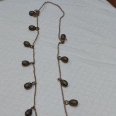 Antigüedades: PRECIOSO COLLAR ANTIGUO DE 12 CASCABELES EN BRONCE DE LA INDIA TODOS CON SU SONERIA. Lote 231886660