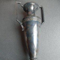 Antiguidades: JARRÓN ART-DECÓ METAL BAÑADO EN PLATA MUY ANTIGUO: 36 CENTÍMETROS. Lote 231924885