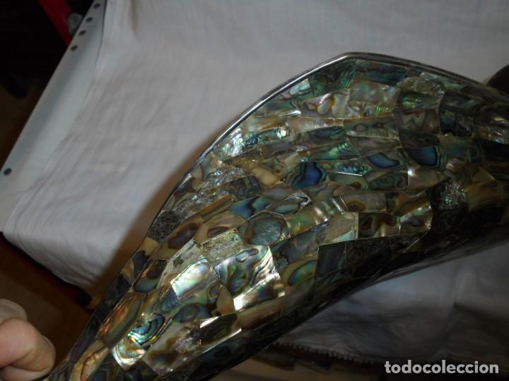 Antigüedades: BONITA VIRGEN PLATEADA CON PLACAS DE NACAR HECHA EN MEXICO LOS CASTIL LE FALTAN UNAS 8 PLACAS DE NAC - Foto 20 - 232021530
