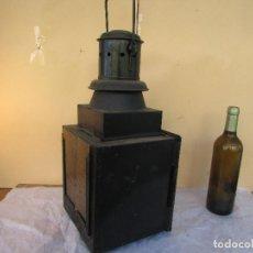Antiquités: FAROL DE MANO DE LOS TRENES PORTUGUESES. ANTIGUO. DEPÓSITO INTERIOR. HIERRO. 55 CMS ALTO. Lote 232093435