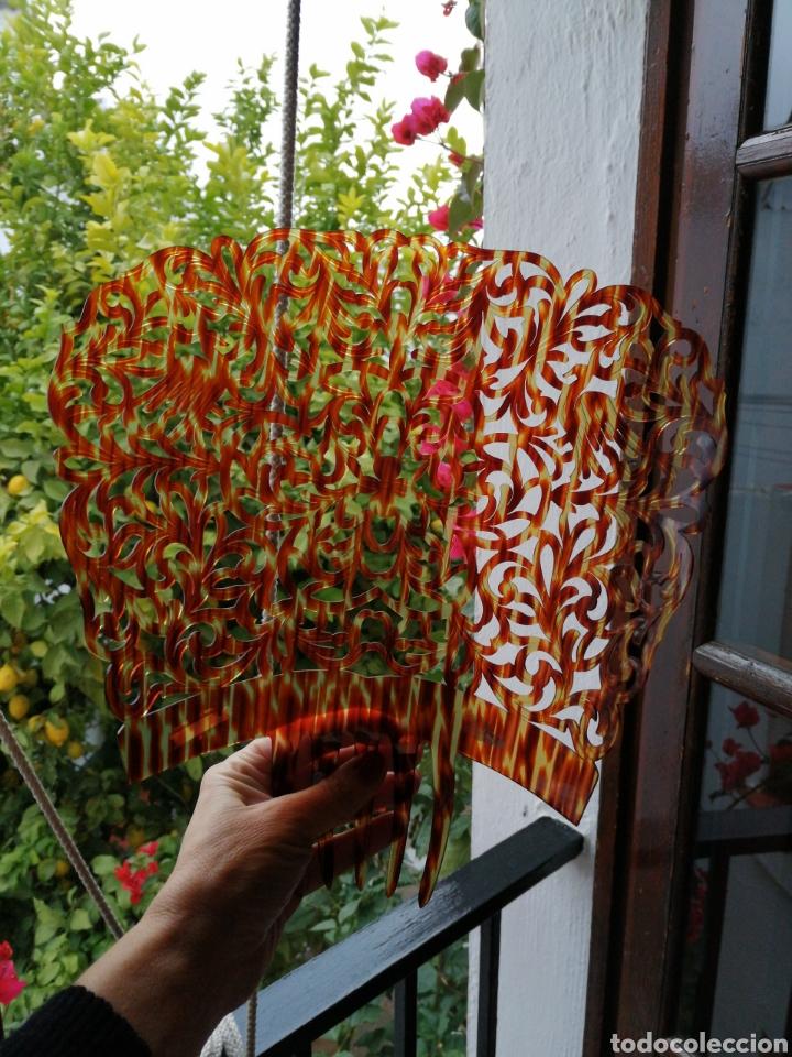 Antigüedades: Gran peina para mantilla, finamente calada a mano, simil carey. - Foto 3 - 232150165