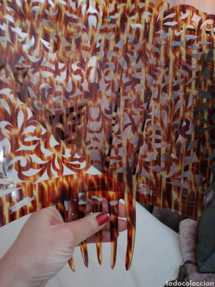 Antigüedades: Gran peina para mantilla, finamente calada a mano, simil carey. - Foto 4 - 232150165