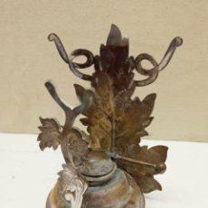 Antigüedades: BELLO CALIENTACOPAS ANTIGUO CON QUINQUE DE MECHA - PARRAS Y UVAS. Lote 232220770