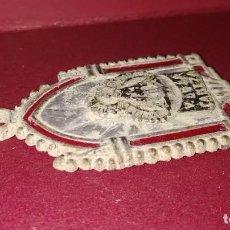 Antigüedades: MEDALLA RELIGIOSA EN RELIEVE VIRGEN DE LA CABEZA ANDÚJAR. Lote 232221360