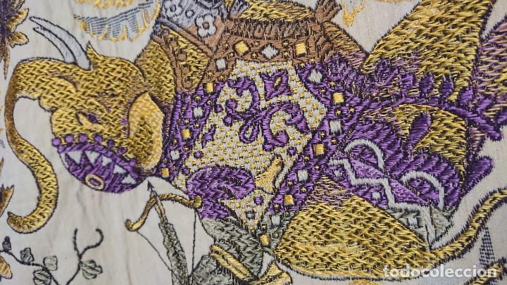 Antigüedades: MANTEL U OTROS USOS, BORDADO EN HILOS SEDA - Foto 4 - 232236780