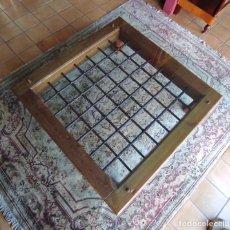 Antigüedades: ESPECTACULAR MESA DE CENTRO - ANTIGUA REJA EN HIERRO FORJADO - VIGAS EN PINO MELIS - CRISTAL. Lote 232251695