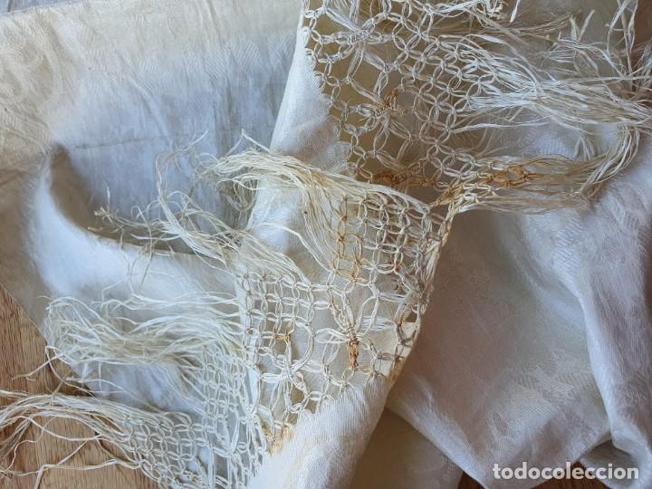 Antigüedades: Toalla de hilo adamascado de comunion - Foto 5 - 232335745