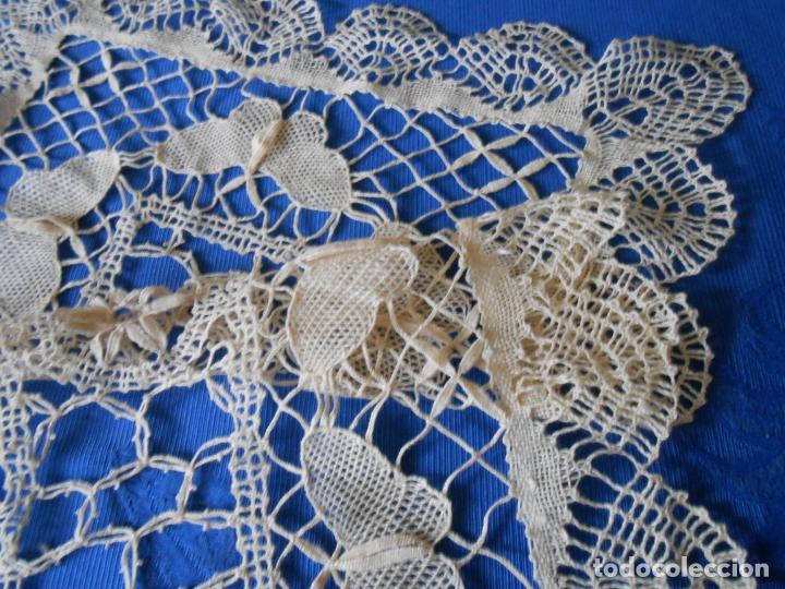 Antigüedades: Años 60 Antiquo Tapete de bolillo a mano.30 X 75 CM cm .BEIGE Motivos mariposas.Nuevo - Foto 7 - 232361940
