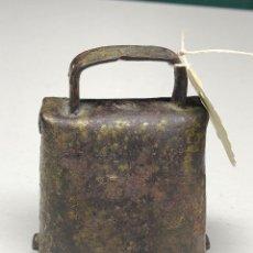 Antigüedades: ANTIGUA CAMPANA DE BECERRO. Lote 232393790