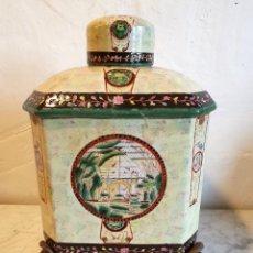 Antigüedades: JARRON LICORERA EN PORCELANA Y BRONCE CON SELLO ADELE CAREY. Lote 232430728