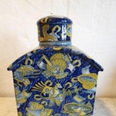 Antigüedades: LICORERA EN PORCELANA SELLO ADELE CAREY. Lote 232441285