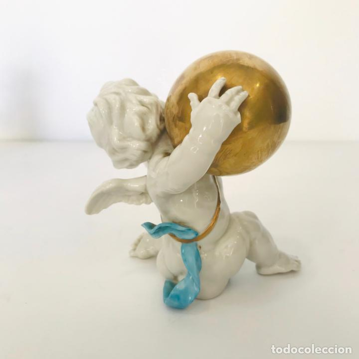 Antigüedades: Angelito de porcelana de Algora con bola dorada. Sellado - Foto 2 - 232494073