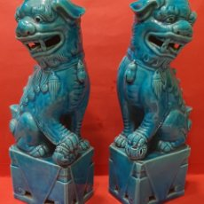 Antigüedades: PAREJA DE PERROS FOO, PORCELANA CHINA. MEDIDAS 21 CM.. Lote 232494935