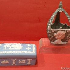 Antigüedades: WEDGWOOD CAJITA Y CESTITA CON MARCAS.. Lote 232497505