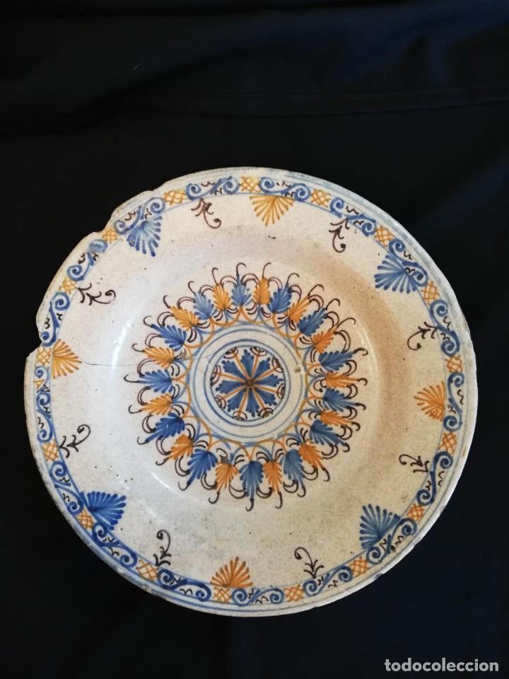 Antigüedades: GRAN PLATO DE CERÁMICA DE TALAVERA TRICOLOR SERIE DE LA ENCOMIENDA S. XVII - Foto 5 - 232585420