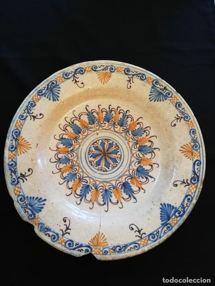 Antigüedades: GRAN PLATO DE CERÁMICA DE TALAVERA TRICOLOR SERIE DE LA ENCOMIENDA S. XVII - Foto 7 - 232585420