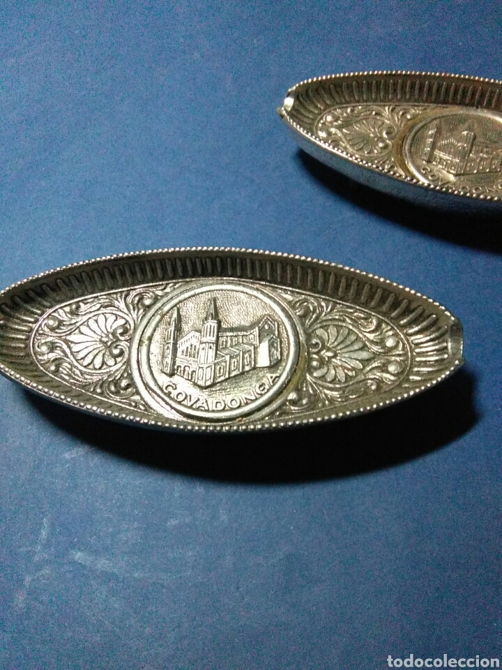 Antigüedades: Dos bandejitas metal plateado cavadonga vintage - Foto 4 - 232626725
