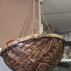 Antigüedades: CESTO COLGANTE DE CAÑA. Lote 232629323