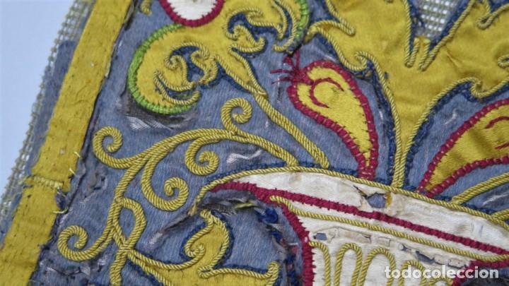 Antigüedades: PRECIOSO FRAGMENTO DE TEXTIL BORDADO EN SEDA. POSIBLEMENTE LITURGICO. SIGLO XVII - Foto 3 - 232688955