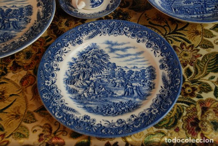 Antigüedades: Conjunto de 30 bellas piezas de vajilla inglesa Churchill. Siglo XX. - Foto 4 - 232785145