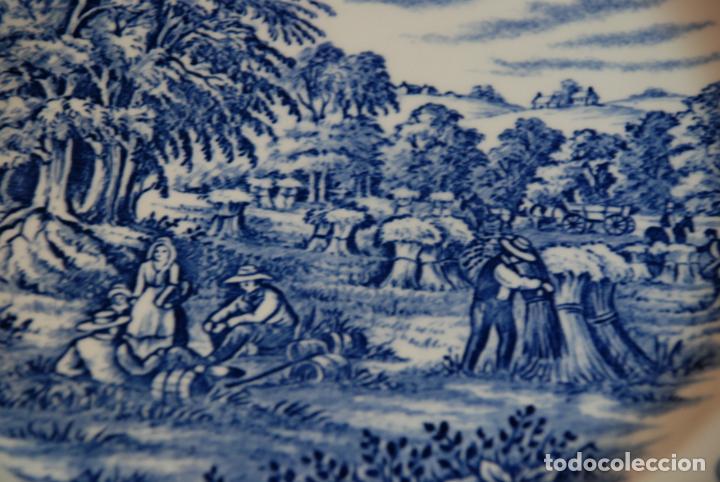 Antigüedades: Conjunto de 30 bellas piezas de vajilla inglesa Churchill. Siglo XX. - Foto 5 - 232785145