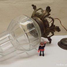 Antigüedades: ANTIGUA LAMPARA FAROL CON ESPECTACULAR TULIPA CRISTAL TALLADO ART DECO - CORONA DE BRONCE. Lote 232869315