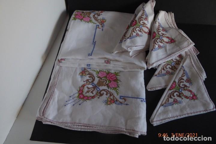 MANTEL GRANDE DE HILO BORDADO A MANO (Antigüedades - Hogar y Decoración - Manteles Antiguos)