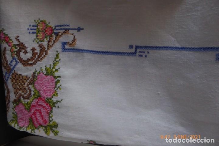 Antigüedades: MANTEL GRANDE DE HILO BORDADO A MANO - Foto 4 - 232954695