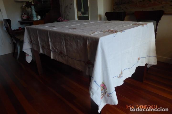 Antigüedades: MANTEL GRANDE DE HILO BORDADO A MANO - Foto 6 - 232954695