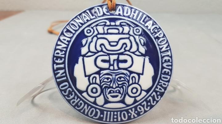 Antigüedades: Medalla de Sargadelos, III Congreso Internacional de ADHILAC. Pontevedra. Ano 2001 - Foto 2 - 232964000