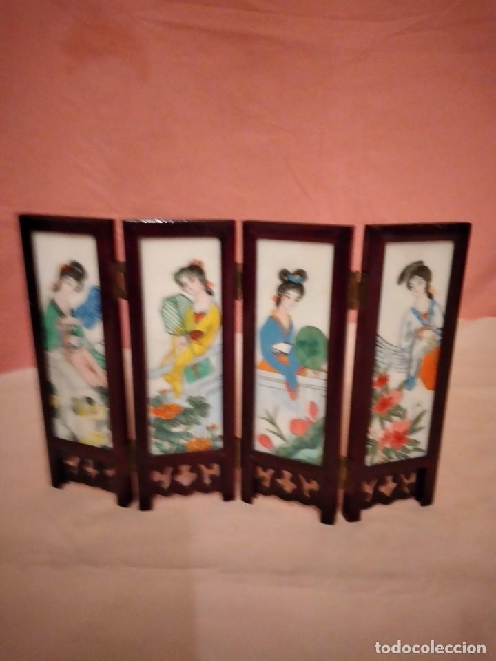Antigüedades: biombo japonés de madera de cerezo y porcelana, pintado a mano, años 40/50 - Foto 2 - 232984355